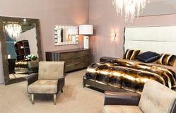Luksusowy łóżkowy pokój Zdjęcia Royalty Free
