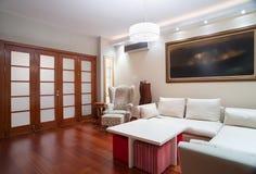 Luksusowy żywy izbowy wnętrze - wieczór strzał Zdjęcie Stock