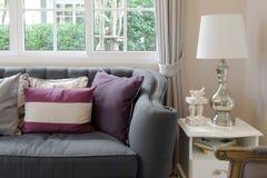 Luksusowy żywy pokój z klasyczną kanapą Fotografia Stock