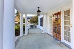 Luksusowy amerykanina domu wejścia ganeczek obrazy royalty free