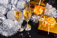 Luksusowy bożych narodzeń wciąż życie z szampanem Zdjęcie Royalty Free