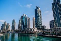 Luksusowy budynku drapacz chmur i jachtu port Zdjęcie Royalty Free