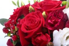Luksusowy bukiet robić czerwone i białe róże na białym tle Dekoracja dla świętowania Fotografia Royalty Free
