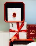 Luksusowy Cartier pudełko w sklepowej Paryskiej modzie Francja Fotografia Royalty Free