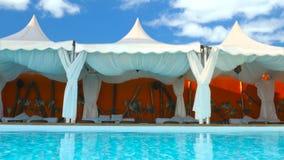 Luksusowy holu łóżko w ładnym basenu terenie zdjęcie wideo