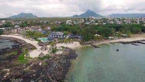 Luksusowy Hotel architektura w Mauritius Latający nad oceanem indyjskim i plażą, Flic en Flac teren plażowy społeczeństwo zbiory