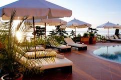 Luksusowy hotel pływacki basen Zdjęcia Royalty Free
