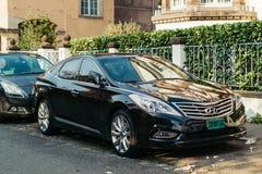 Luksusowy Hyundai samochód parkujący na ulicie Zdjęcia Stock