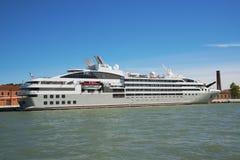Luksusowy jacht dokujący przy Wenecja nadmorski Obraz Royalty Free