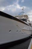 Luksusowy jacht na chmurnym dniu Obraz Royalty Free