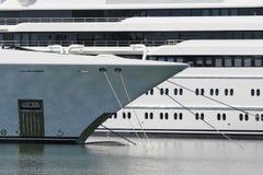 Luksusowy jacht na schronieniu Fotografia Royalty Free