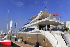 Luksusowy jachtu cumowanie Obraz Stock