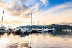 Luksusowy jachtu marina Port w morzu śródziemnomorskim przy zmierzchem Fotografia Stock