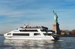 Luksusowy jachtu Zephyr wypełniający z turystami Obrazy Stock