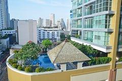 Luksusowy kondominium z Pięknym Pływackim basenem Obraz Royalty Free
