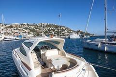 Luksusowy motorboat w różach, Hiszpania zdjęcie royalty free