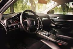 Luksusowy nowożytny samochodowy wnętrze zdjęcie royalty free