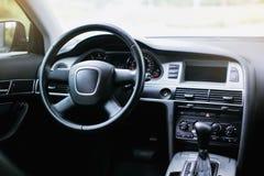 Luksusowy nowożytny samochodowy wnętrze obrazy stock