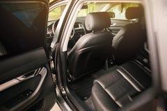Luksusowy nowożytny samochodowy wnętrze fotografia royalty free
