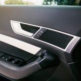 Luksusowy nowożytny samochodowy wnętrze zdjęcia royalty free