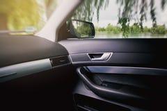 Luksusowy nowożytny samochodowy wnętrze obraz royalty free