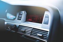 Luksusowy nowożytny samochodowy wnętrze zdjęcia stock