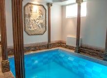 Luksusowy pływacki basen w hotelu obraz royalty free