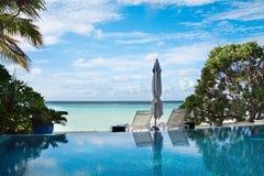 Luksusowy pływacki basen na Maldives kurorcie Fotografia Stock