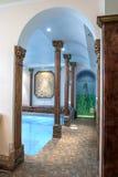 Luksusowy pływacki basen w hotelu Obrazy Royalty Free