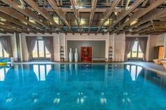 Luksusowy pływacki basen w zdroju Fotografia Royalty Free