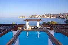 Luksusowy pływacki basen z dennym widokiem Obraz Royalty Free