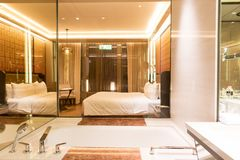 Luksusowy sypialnia apartament zdjęcie royalty free