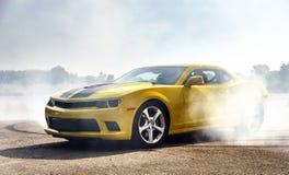 Luksusowy żółty sportowy samochód Obraz Royalty Free