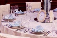 Luksusowy wesele elegancki numder jeden stoły i szkło fotografia stock