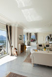 Luksusu dom, żywy pokój zdjęcia royalty free