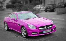 Luksusu Mercedes slk200 różowy samochód Zdjęcia Royalty Free