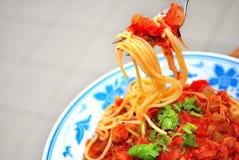 lukullusowy przyglądający spaghetti fotografia stock