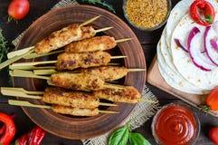 Lula-kebaben är en traditionell Caucasian kötträtt Chopped stekte kött på steknålar arkivfoto