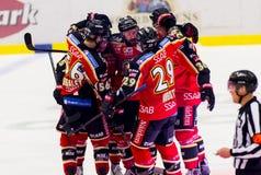 Lulea, Schweden - 18. März 2015 Pro Ledin (Hockey #97 Lulea) sein Ziel feiernd! Schwedisches Hockey-Punktspiel, zwischen Lulea Ho Lizenzfreie Stockfotos