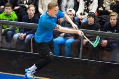 Lulea, Suecia - 4 de junio de 2015 Juego de la amistad en floorball entre el hockey e IBK Lulea de Lulea Por Savilahti-Nagander Fotos de archivo