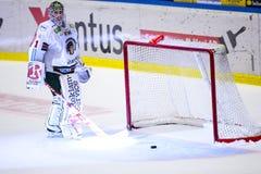 Lulea, Svezia - 18 marzo 2015 Lars Johansson molto deludente (indiani di #1 Frolunda), durante il Lega-gioco svedese dell'hockey  Immagini Stock