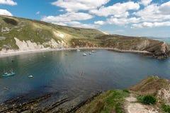 Lullworth liten vik i Dorset arkivfoto