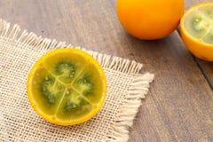 Lulo tropikalnej owoc Solanum quitoense Obrazy Royalty Free