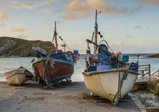 Lulworth liten vikfiskebåtar royaltyfria foton