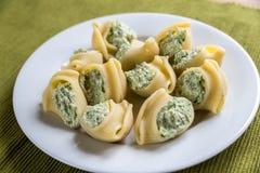 Lumaconi bourré avec du fromage Photos stock