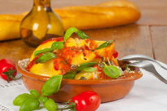 Lumaconi z pomidorami Obraz Royalty Free