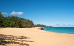 Lumahai海滩考艾岛在镇静天 免版税库存照片