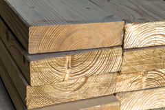 lumber ярд новых стержней стога деревянный Деревянное constr тимберса Стоковое Изображение