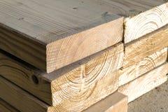 lumber ярд новых стержней стога деревянный Деревянное constr тимберса Стоковые Изображения