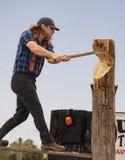 Lumberjack Zabawia przy 2019 Floryda stanu jarmarkiem zdjęcie royalty free
